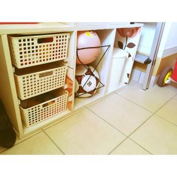 三段ボックス 縦置き ちょうどよいボックス 100均 ボール収納 ヘアゴムを使って 砂場セット カラーボックスリメイク カラーボックスDIY シューズクローク 子供の外遊びグッズ 外遊びのおもちゃ収納