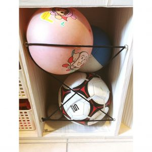 三段カラーボックス カラーボックス リメイク DIY 三段カラーボックス縦置き ボール収納 整理整頓 子供の外遊びグッズ 子供の外遊びおもちゃ収納 ヘアゴムを使った収納