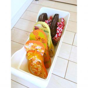 子供のサンダル 子供のビーチサンダル 収納 整理整頓 100均ケース シューズクローク 夏の必需品