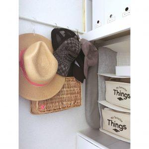 リビング 収納 整理整頓 ブログ 帽子 帽子の収納 S字フック 工夫 100均 つっぱり棒 突っ張り棒 帽子の収納方法