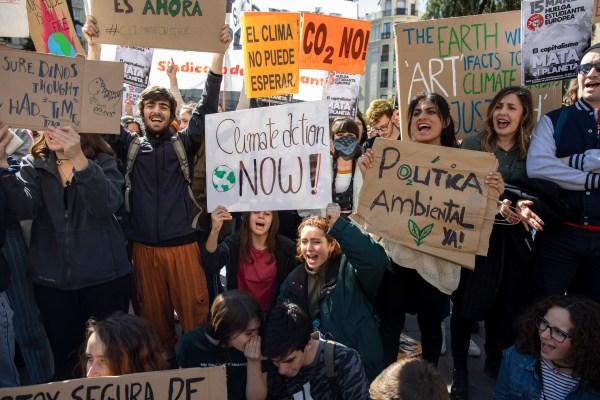 """""""No más promesas vacías,"""" Juventud por el Clima anuncia la fecha de su próxima movilización."""
