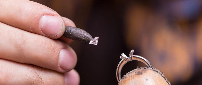 Edelsteine und Diamanten fassen bei Juwelier Winkler