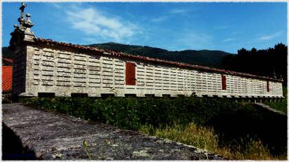 Entre Muros y Finisterre los grandes hórreos