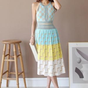 2019 New Summer Sexy Off Shoulder Halter Vest Knit Dress Women Elegant Sleeveless Geometry Pattern Jacquard Knitted Dress