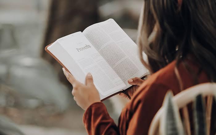 Suka Baca Buku? Ini Manfaatnya! | JYB MEDIA