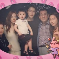 [PIC] 170323 The Rebirth of J in Thailand - Backstage Photo of Kim Jaejoong with his Family