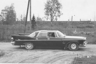 Fauni peikkometsän omistaja kuskaa yritysvierasta reteesti v. 1966.