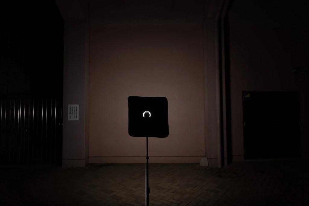 ソフトボックスを壁に向かって発光させたところ