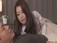 日活ロマンポルノリブート女優が夫婦の営みをおねだりするどすけべなおばさんのhitozumashiro