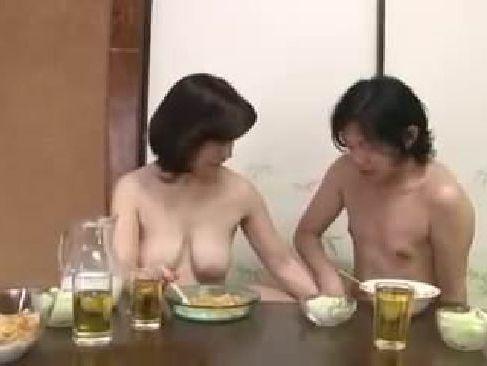 女性を知らない息子に優しく熟女のおまんこを教え自らの性欲も観たしちゃう叔母さん体型の五十路熟女のzyukuzyob