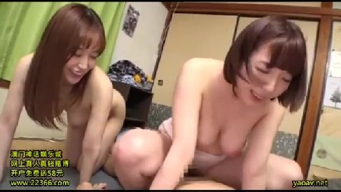 母親のママ友が隣人のエッチを見て欲情し息子を誘惑していく熟女セックス動画