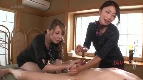 豊満な美熟女のAV女優達が男優を責め淫乱に悶える熟女セックス動画