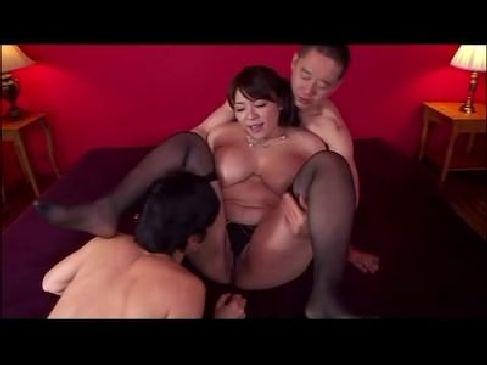 デブ系豊満美熟女がアナルとおまんこを激しくハメられて絶叫しながらイキまくってるjyukujo動画