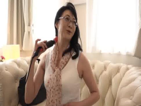 街中でナンパした五十路美熟女妻に新型の大人のおもちゃを試してもらって発情させちゃうjyukujo動画画像無料