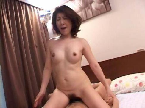 60代でもセックスが大好きな六十路熟女が近親相姦でおまんこを潤してるjyukujo動画画像無料