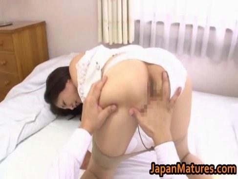 妖艶な五十路美熟女が夫の部下との浮気セックスで悶えてるオバチャンノ-パン