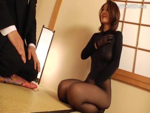 スケスケの全身タイツ姿でせつくすおばさんしてる妖艶熟年女!美乳や美脚に美尻が堪らないjyukujo動画