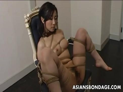 熟年女の川上ゆうがSMプレイに挑戦!椅子に緊縛され好き勝手に快感攻めされちゃうjyukujo無料