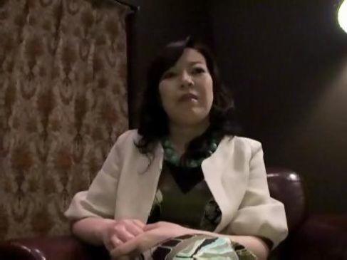 50代の巨乳熟女が夫婦生活で満足できずにおめこが疼いてしまいアダルトビデオに出演するjyukujo動画画像無料モザナシ