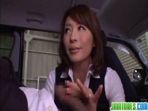 40代の美熟女OLが上司と愛人契約をして営業中に車の中で男根を手コキするjyukujo動画画像無料モザナシ写真