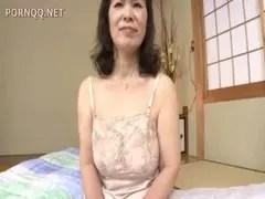 六十路爆乳熟女のフェラチオとオナニーのjukujyo動画