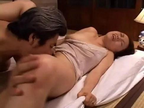 昭和の50代の熟年夫婦が毎晩のように夜の生活をして頻度や回数が増えてるおまんこな熟年カップル動画無料