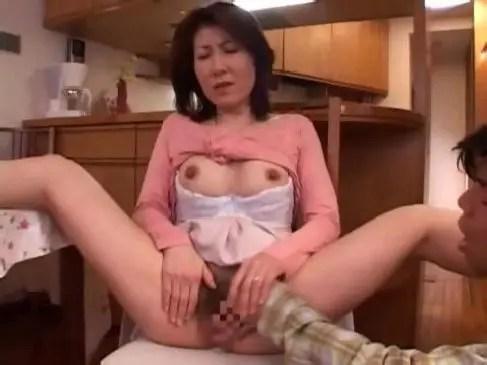 上品な50歳の主婦が中高年の夫婦生活ができず近親相姦に走っておめこするjyukujo動画画像無料