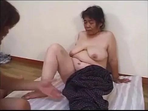閲覧注意な70代の豊満おばあさんがポルノビデオ体験して垂れ乳とおめこを弄られ悶える熟年夫婦no夜/70