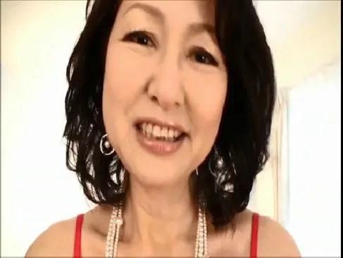 還暦の里中亜矢子が豊満なおばさんボディで豪快なセックスをして潮吹きする塾女性雑誌60