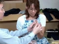 欲求不満な四十路熟女妻が営業マンとの浮気でおめこを濡らす日活 無料yu-tyubu