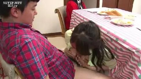 美人な母と息子が家族にバレない様に賞金を懸けて中出し近親相姦していく人妻熟女の動画