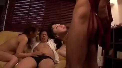 爆乳な熟女妻が姉夫婦とスワッピングしていく熟女セックス動画