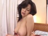 友崎亜紀の妖艶生セックスがモロ見え!溢れ出る色気と美巨乳な極上おばさんボディが堪らないjyukujo動画