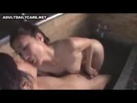 息子との温泉旅行できんしんそうkanしてる40代の熟年女お母さん!露天風呂でフェラチオ抜きして和室でセックスしてるjyukujo動画