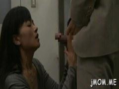 夫の病院に付き添いトイレで見知らぬ男と性交する変態過ぎる熟女人妻の日活 無料yu-tyubu