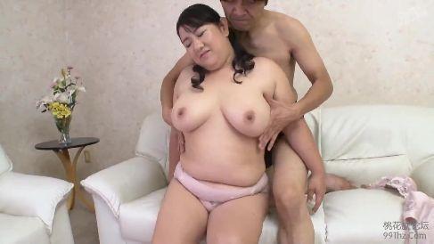 激ポチャ熟女の人妻がAV撮影で他人棒に感じまくり悶える高画質な熟女動画