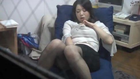 人妻達がオナニーや不倫セックスで喘ぐ一部始終を盗撮した人妻熟女の動画