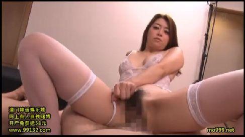 美人な熟女女優北条麻妃が男優達を並べて気に入ったペニスをおまんこに挿入していく人妻熟女の動画