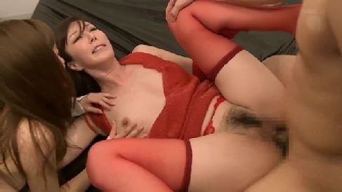 美人な母親が息子の同級生に雌豚として調教されていく人妻熟女の動画