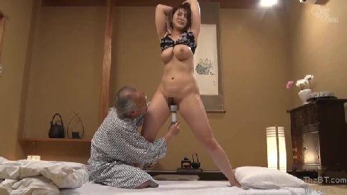 巨乳な可愛い若妻が介護をする義父に弱みを握られ体を凌辱されながら淫乱に悶える熟女セックス動画