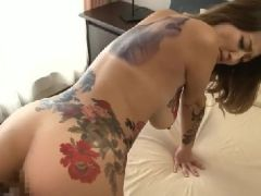 巨乳な熟女の女上司が部下に刺青を彫られながら監禁調教され淫乱に変貌していく熟女セックス動画
