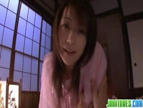 熟年系女優の北条麻妃が旦那との夫婦の秘めごとで持ち前の美貌とそそる体で濃密なセックスをしてる熟女おばさん動画画像無料