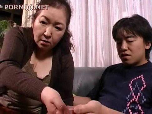 70歳の完熟した老女が久しぶりに当てられた男根に思わず興奮してアダルトに貪るjyukujo おばさん無料動画