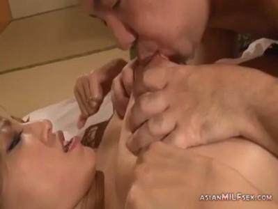 美巨乳美熟女妻が絶倫夫と濃厚セックスをしてるおばさんの動画
