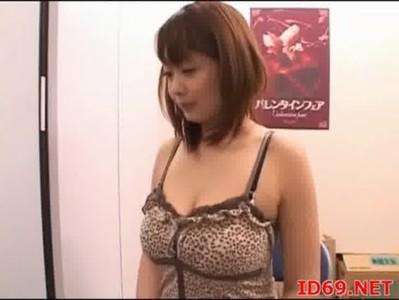 黒澤那智が着衣のままセックスをしてるおばさんの動画