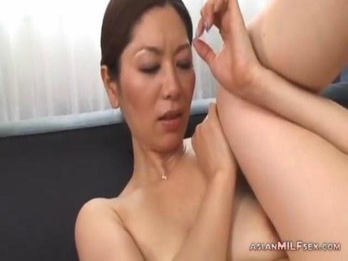 おばさん系女優の翔田千里が完熟した体で魅了しておめこに中出しさせるオバチャンノ-パン