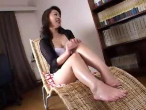 上品な雰囲気の五十路熟女が童貞筆おろしで嬉しそうな笑みを浮かべる日活 無料yu-tyubu