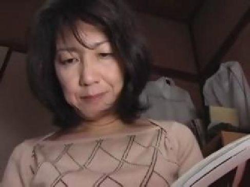 60歳の田舎の未亡人がいけないとわかっているのに近親相姦をしてしまう熟女のセックス動画無料