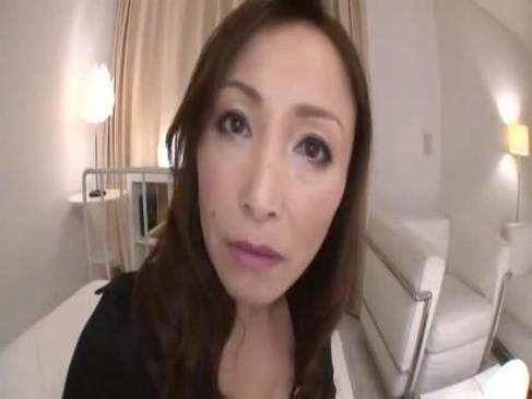50代でセクシー女優になった美山蘭子が主観セックスで完熟ボディを公開するオバチャンノ-パン