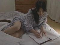 女流作家の四十路熟女が執筆中に夫におまんこを突かせて性欲解消してるオバチャンノ-パン
